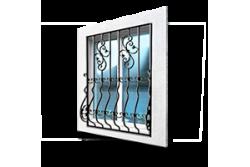 Кованные решетки на окна и двери.